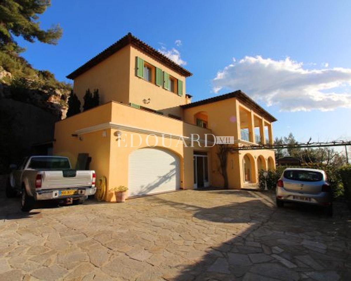 Villa Roquebrune Cap Martin   In ottime condizioni con vasto…
