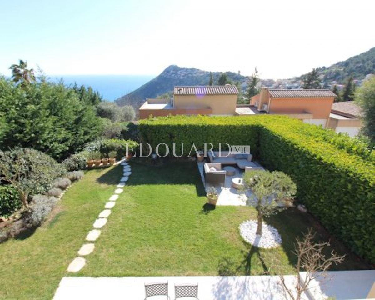 Villa La Turbie   In eccellenti condizioni con grande terrazza,…