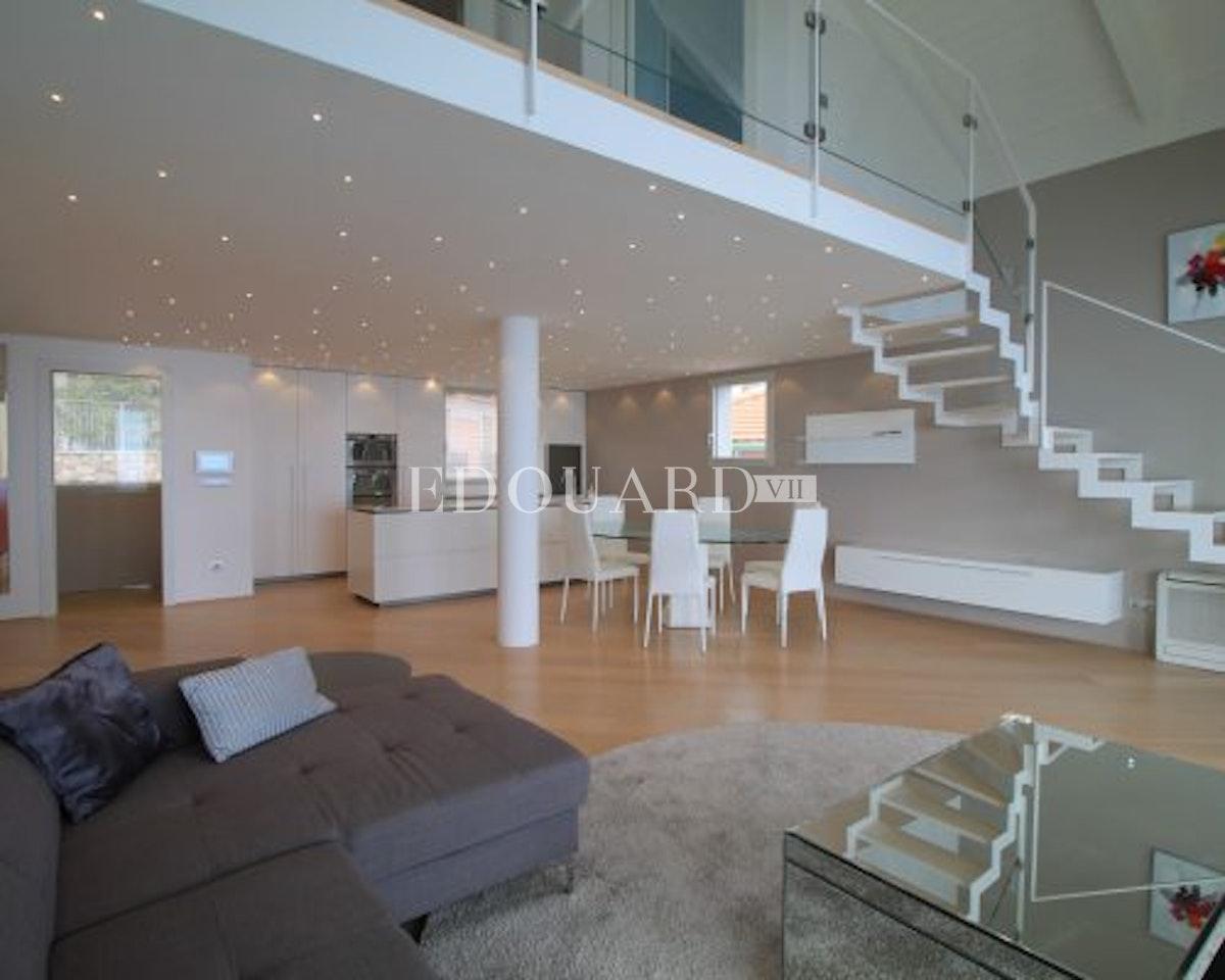 Roquebrune Cap Martin Francia   Appartamento duplex in eccellenti condizioni…